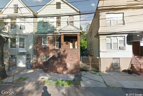Click here to see a larger photo of 92 S Devine St,